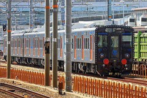 JR九州 YC1系200番台1200番台ハイブリッド気動車 第13.14.15編成 甲種輸送@待機中