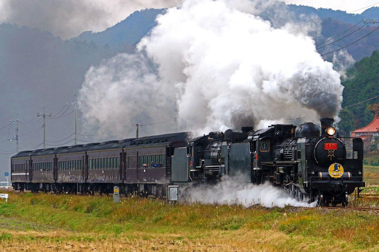 JR西日本 C57-1+D51-200号機重連牽引2017年SL「やまぐち」号35系新型客車 その2