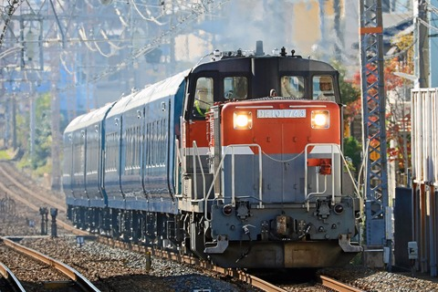 JR東日本 E261系 RS1+RS2編成の一部「サフィール踊り子」甲種輸送 JR貨物 DE10-1743号機 JR貨物更新色 牽引 その2
