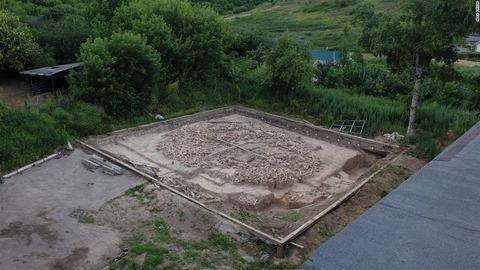 発掘現場の空撮写真。大きさは縦横9メートルほどancient-finds-0316