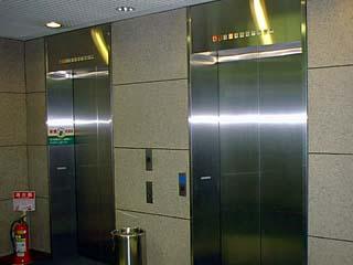 エレベーターの待ち時間