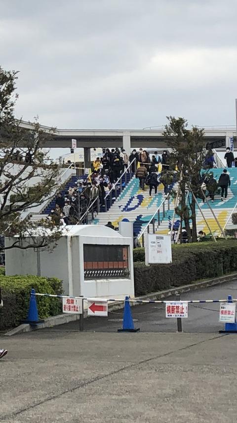 【乃木坂46】ナゴヤドームを1周w!生写真の待機列がヤバすぎる・・・