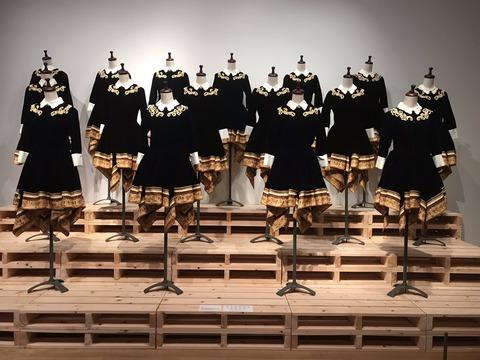 """【乃木坂46】『額縁衣装』デザイナーが""""18歳""""から乃木坂の衣装担当だった事実・・・"""