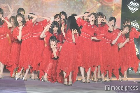 【乃木坂46】ガルアワミニライブ『ダルマさんが転んだ』写真が可愛すぎてヤバいwwwwww