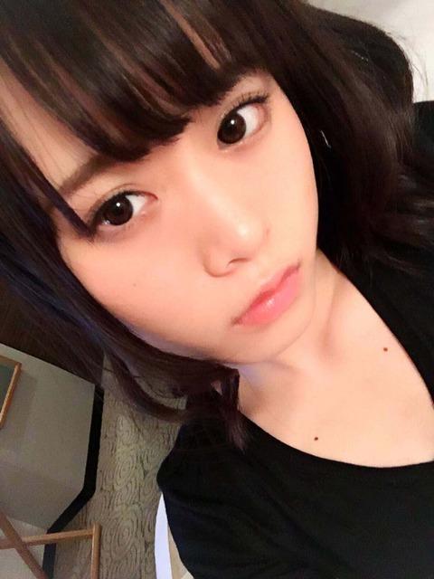 【乃木坂46】山崎怜奈の胸元のホクロの位置が・・・