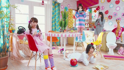 news_header_nogizaka46_mv_2