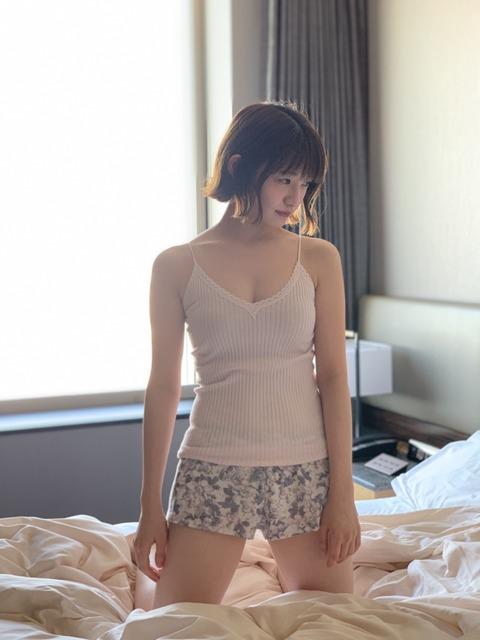 【乃木坂46】いいのか…中田花奈の最新グラビアの露出度が凄すぎる…