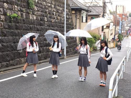 【乃木坂46】傘を頭に乗っけちゃう与田ちゃん。お茶目で可愛い!