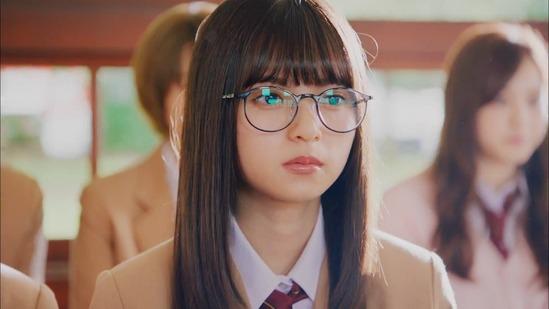【乃木坂46】MVの眼鏡あしゅが「初森ベマーズ」あの役に見えるwww