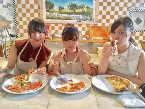 【乃木坂46】(´~`)モグモグ3人組www乃木坂ちゃんが作ったピザ食べたい!