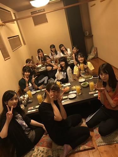 【乃木坂46】この「ご飯会画像」ウーロン茶組とオレンジジュース組に分かれてるけど「美彩先輩」は・・・