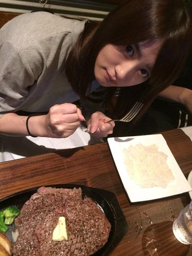 【乃木坂46】頑張りすぎwww「若月佑美」ステーキ300gを食す!