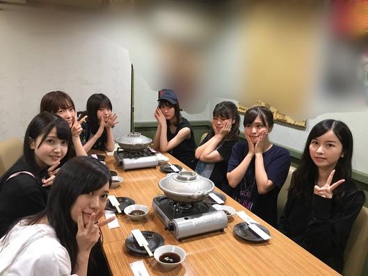 【乃木坂46】ご飯会にまで「ブルドッグ」を持ってくる桃子wwwww