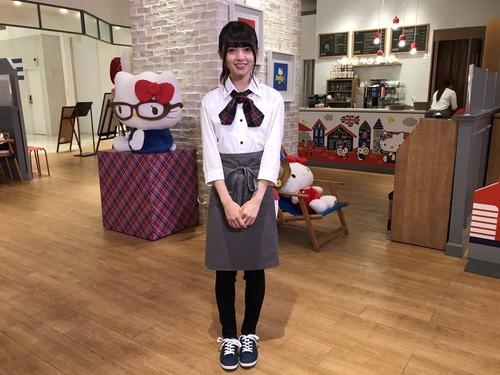 【乃木坂46】キティちゃんより可愛いwww 飛鳥ちゃんのカフェ店員オフショット!!