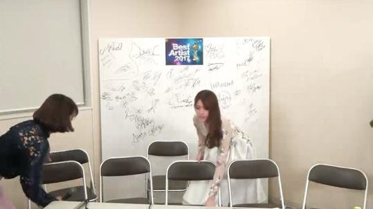 【乃木坂46】松村沙友理 椅子を片付ける気遣いを見せる!【ベストアーティスト2017裏配信】