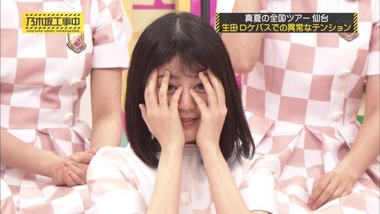 【乃木坂46】可愛いなぁw髪を整えるいくちゃん!