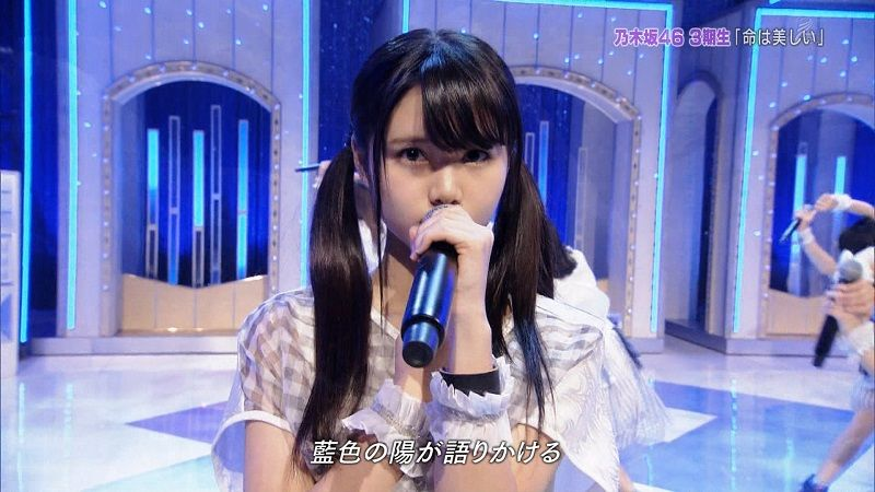 TV番組で歌っている伊藤理々杏