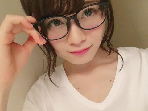 メガネが似合いすぎる山崎怜奈
