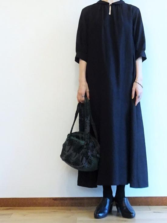 黒いリネンドレス (3)