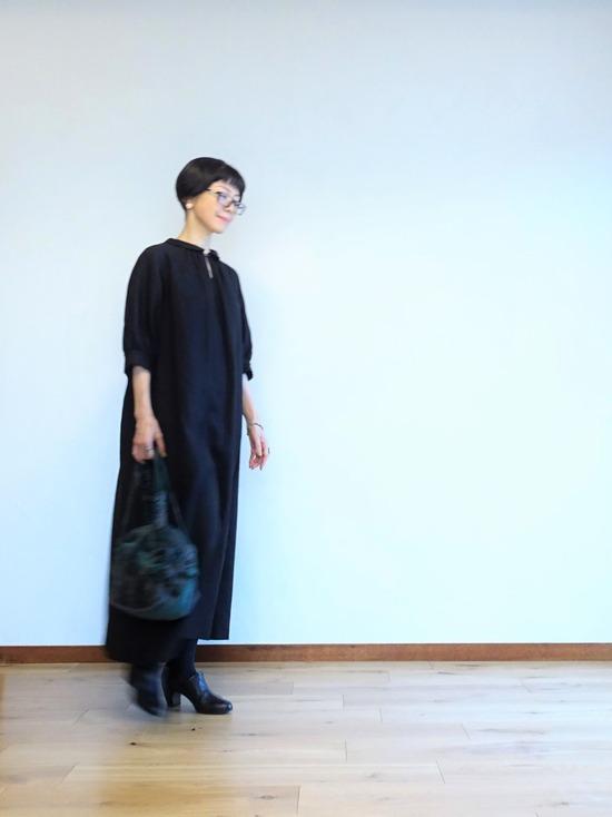 黒いリネンドレス (1)