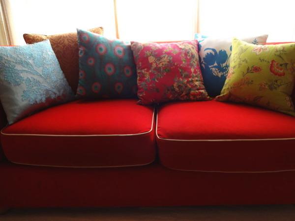 赤いソファーとクッション1409‐1