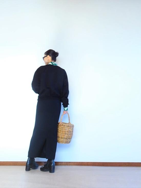 ヤマナミシャツと黒いトップス&ロングスカート (5)