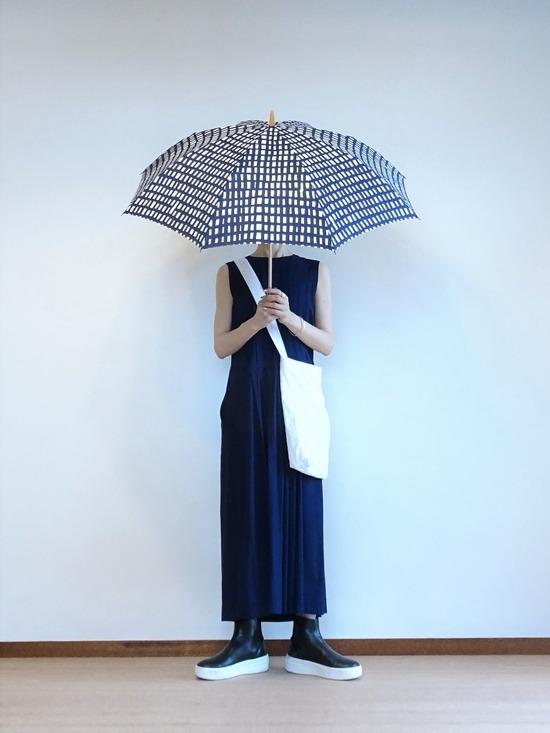 45R インディゴタックワンピース&ソラチェックの傘 (1)