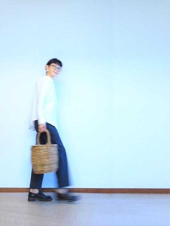丸襟白シャツ&ツイードイージーパンツ (1)