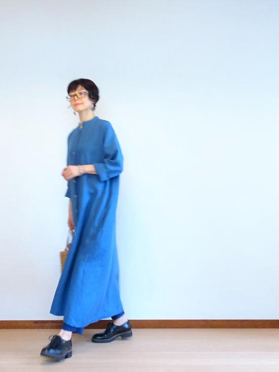 ブルーのリネンワンピース&ソラチェックの傘その2 (5)
