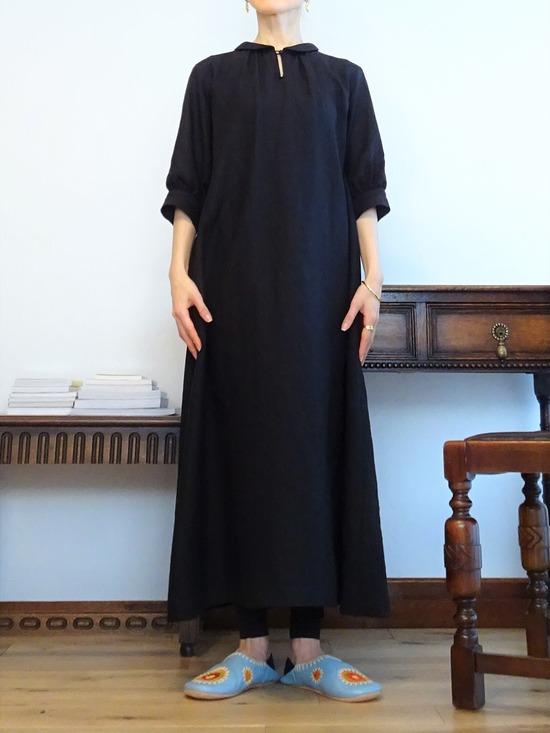 黒いリネンのワンピース~ (4)