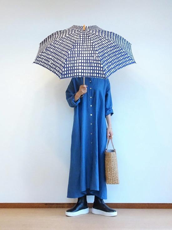 ブルーのリネンワンピース&ソラチェックの傘その3 (1)