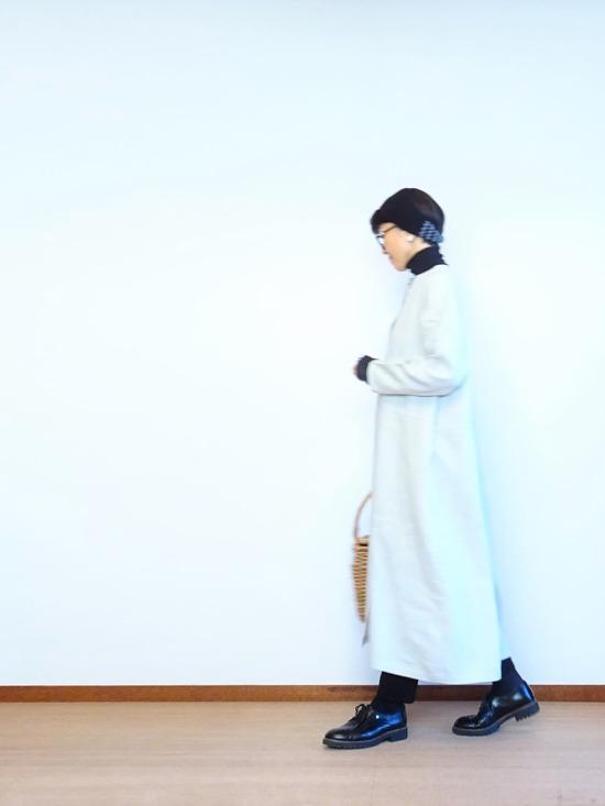 リネンワンピース&黒タートルネック (6)