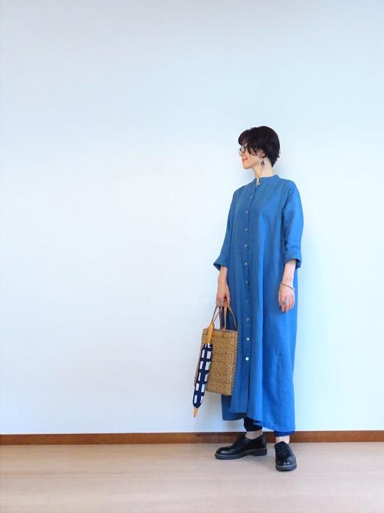ブルーのリネンワンピース&ソラチェックの傘その2 (1)