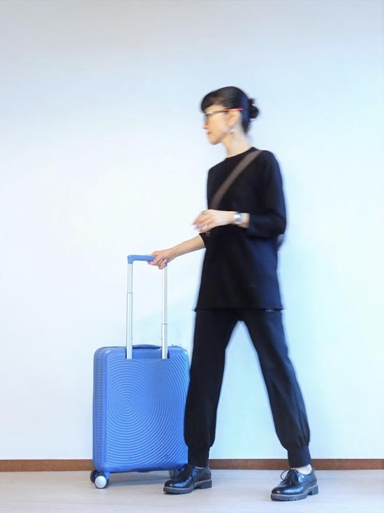 黒黒もじもじくん&水色のスーツケース (1)