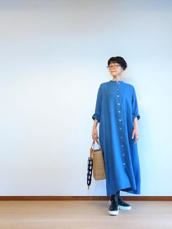 ブルーのリネンワンピース&ソラチェックの傘その3 (5)