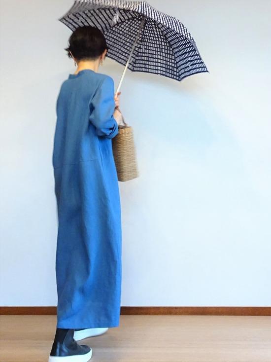 ブルーのリネンワンピース&ソラチェックの傘その3 (3)
