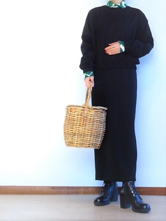 ヤマナミシャツと黒いトップス&ロングスカート (2)