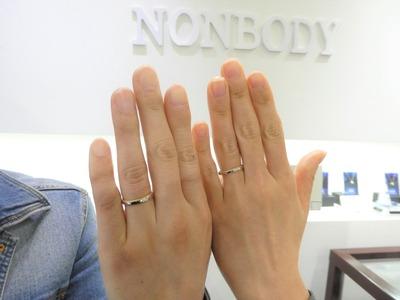 💛🧡小さな粒がぐるりとサイドに入った結婚指輪🧡💛
