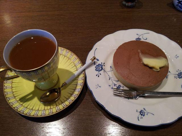 シナモン珈琲とサービスのパンケーキ