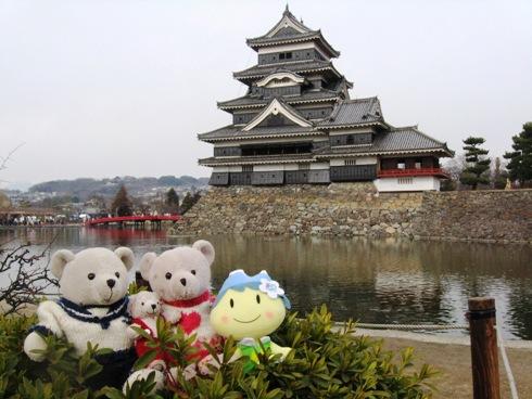 松本城で記念撮影