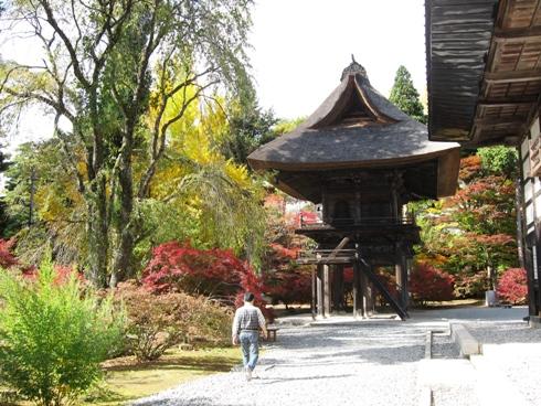 霊松寺境内