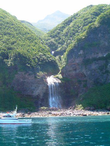 カムイワッカの滝付近