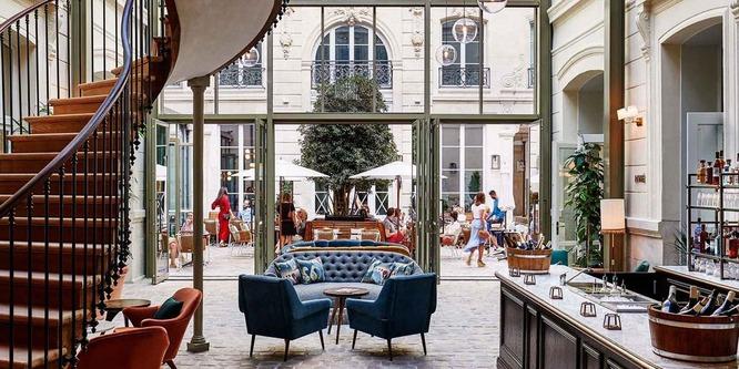 PAR-dans-le-coeur-de-pierre-de-l-hotel-the-hoxton-2_1-1024x512