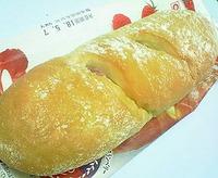 3種のベリーとチーズクリームのパン(ヤマザキ)g