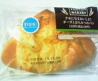 チーズとはちみつのパン(ファミリーマート)