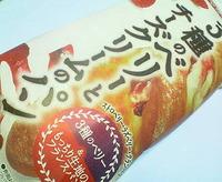 3種のベリーとチーズクリームのパン(ヤマザキ)