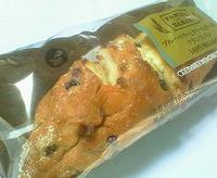 ブルーベリーとクリームチーズのフランスパン(ファミリーマート)