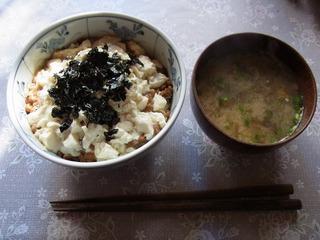 納豆親子丼と味噌汁
