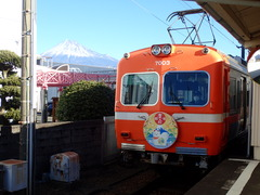 本町駅に到着の電車