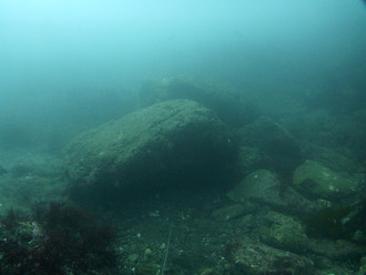 岩が載っているBブイからのガイドチェーン